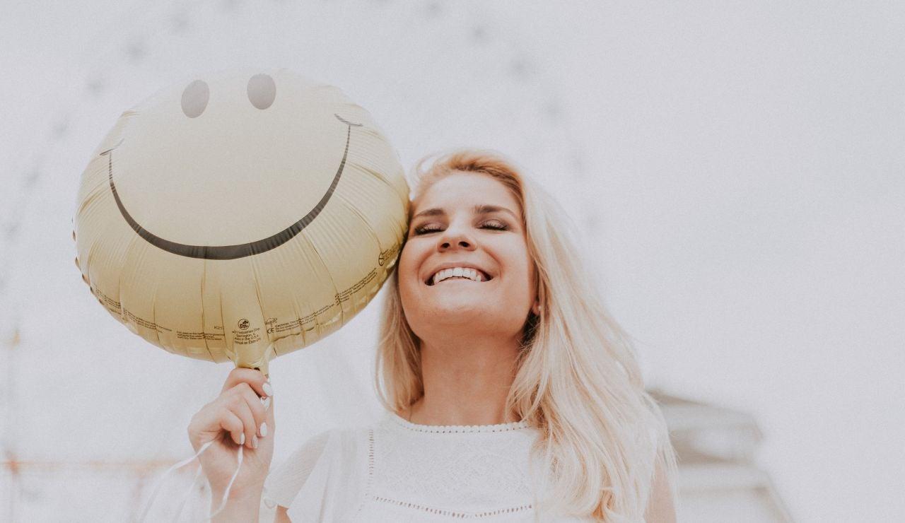 Solo el 15,7% de los españoles se siente completamente feliz, según el CIS