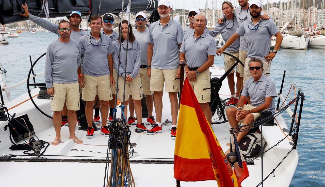 Felipe VI acude al izado de la bandera conmemorativa