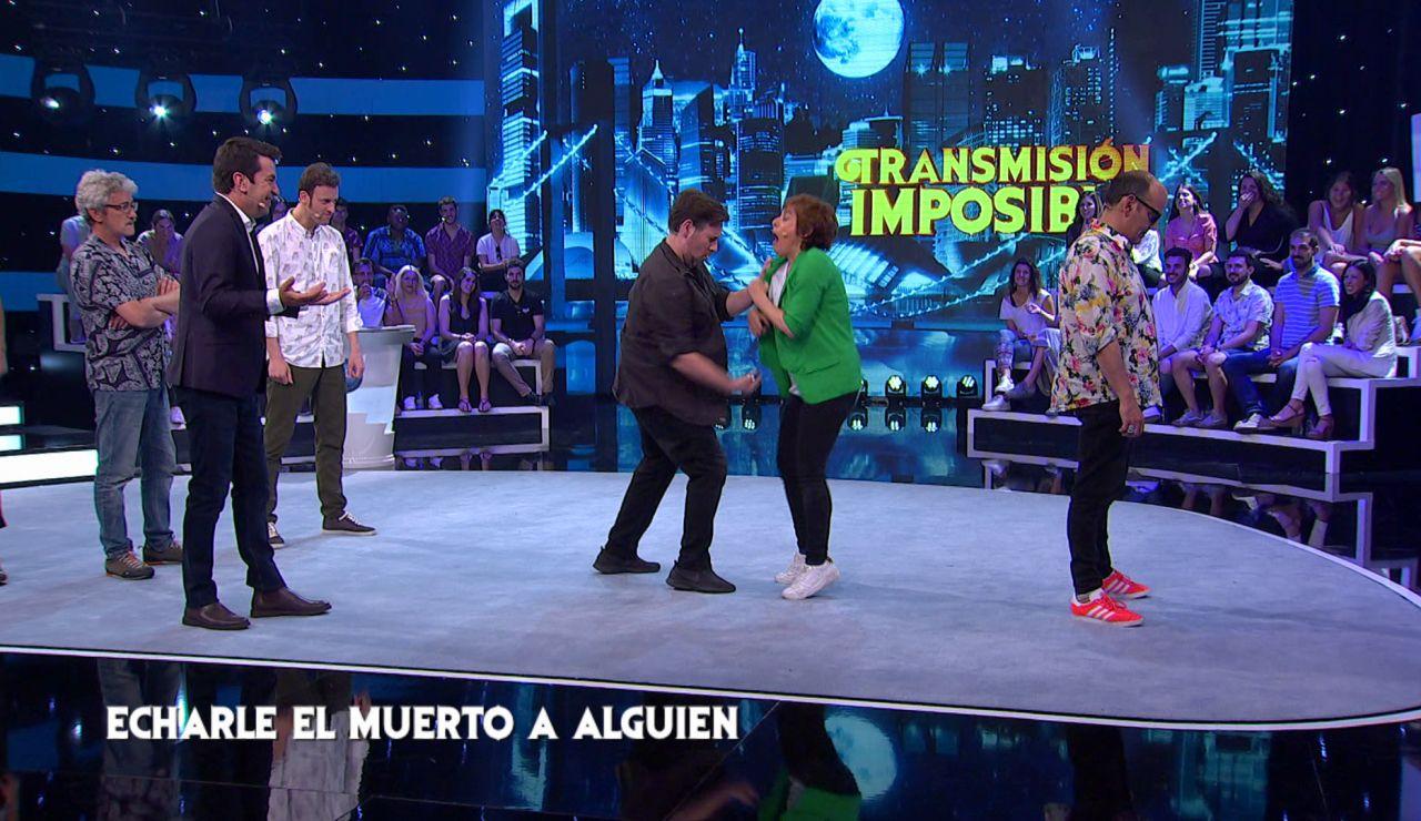 La paliza inesperada entre todos los concursantes de 'Me Resbala' durante la prueba de 'Transmisión Imposible'