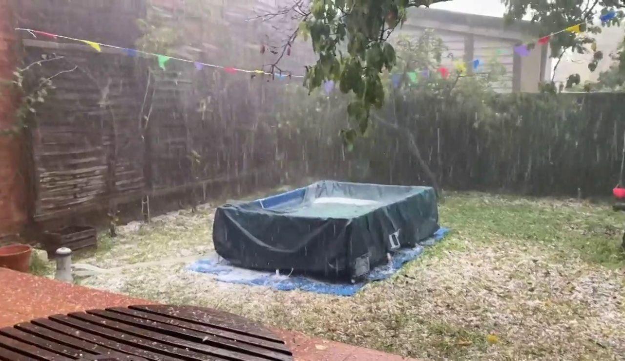 Una fuerte tormenta con granizo en agosto sorprende a los habitantes de Cataluña