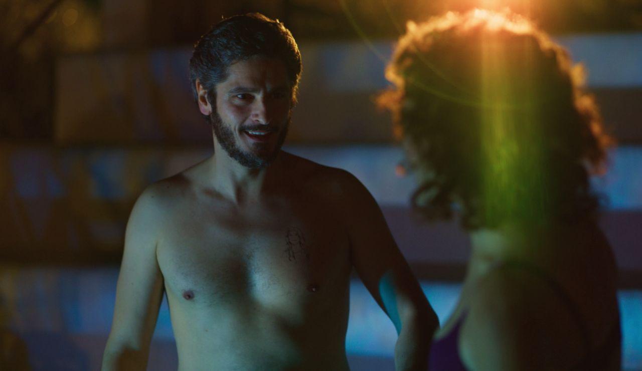 Un juego termina con Xabier y María bañándose de noche en una piscina privada