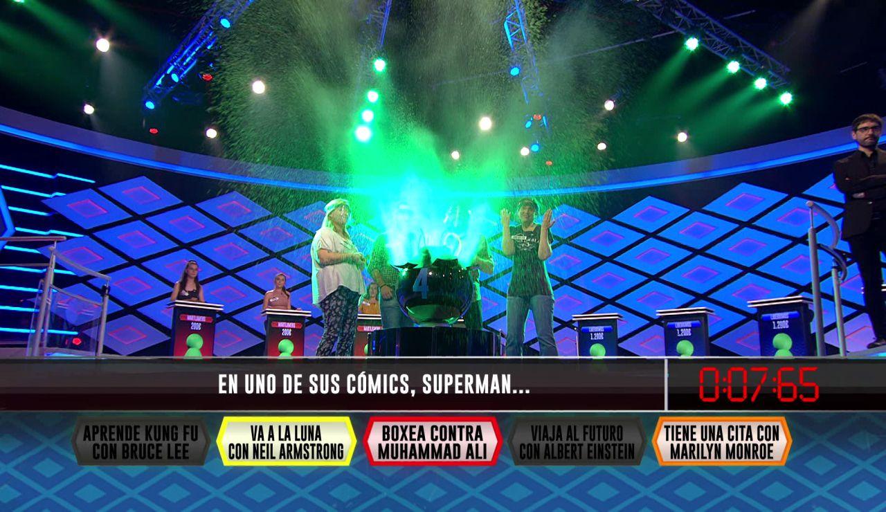 Supermán noquea a los 'Libérrimos' e impide su pleno en la fase inicial de '¡Boom!'