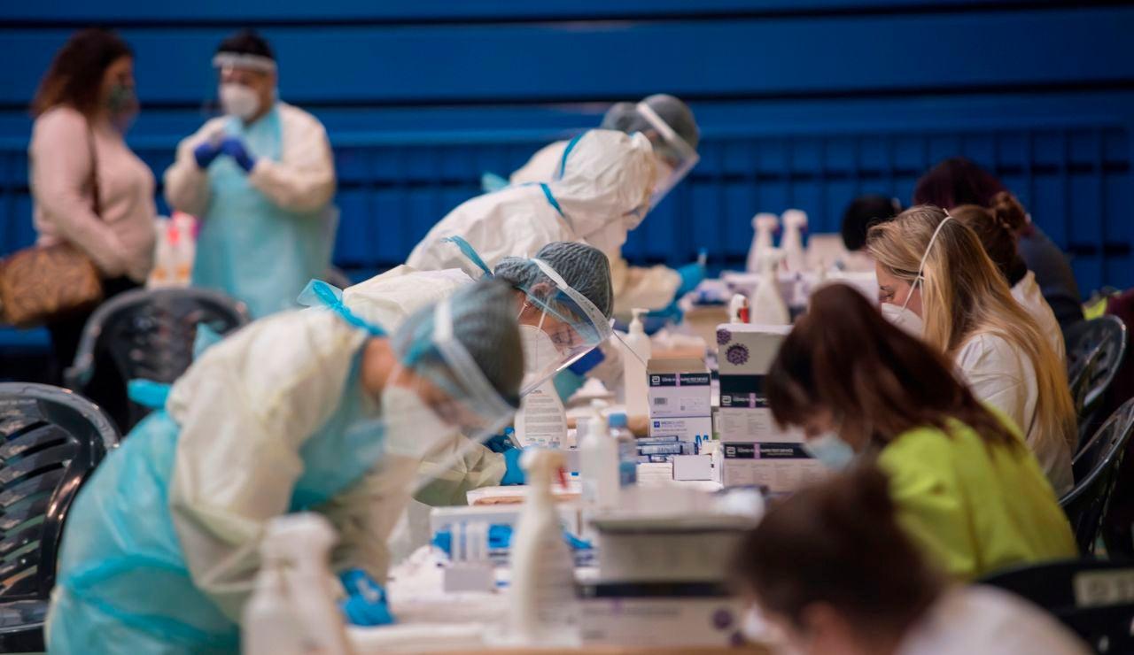 Sanidad notifica 87 fallecidos por coronavirus y la incidencia sigue en descenso, situándose en 614 positivos