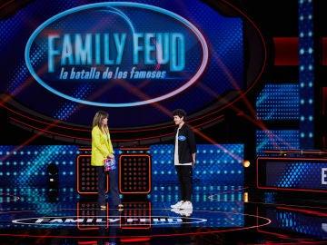El horóscopo de Miki Núñez deja sin 15.000 euros al equipo 'Eurovisión' en 'Family Feud'
