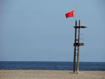 Abren al baño 6 playas cerradas del Mar Menor