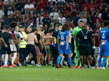 La tribuna sur del estadio del Niza quedará cerrada durante los 4 próximos partidos