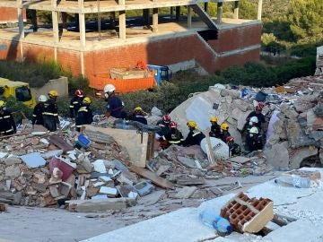 Un teléfono móvil, la clave para rescatar el cuerpo de la mujer fallecida en el derrumbe de Peñíscola