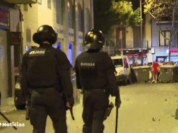 Desalojos por aglomeraciones de personas en las fiestas de Sants en Barcelona