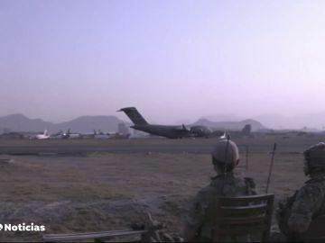 Se complica la situación en el aeropuerto de Kabul a dos días que Estados Unidos dé por finalizada la evacuación