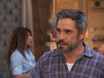 Gorka pierde los papeles con Sergio delante de los vecinos en la Plaza de los Frutos