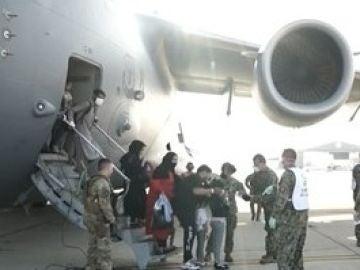 Grupo de evacuados desde Kabul