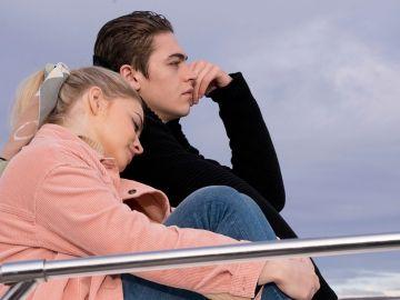 Josephine Langford y Hero Fiennes Tiffin en 'After. Almas perdidas'