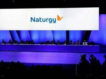 Un hombre lanza piedras contra las oficinas de Naturgy en Vigo por el aumento del precio de la luz