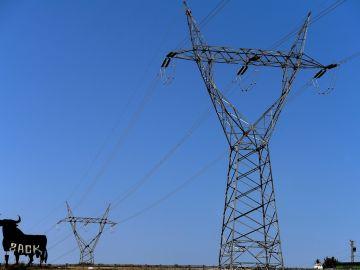 El alcalde de Batres anuncia que sí pagará a las eléctricas tras saber que la subida de precio no le afecta