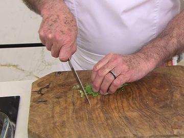 Karlos Arguiñano te muestra a cómo darle un toque especial a las patatas asadas