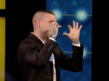 "Adrián Rodríguez desvela cuál es su emoji favorito para ligar: ""He ligado bastante"""