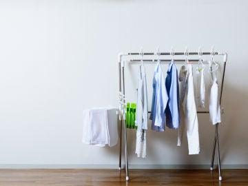 Tender ropa en lugares con humedad