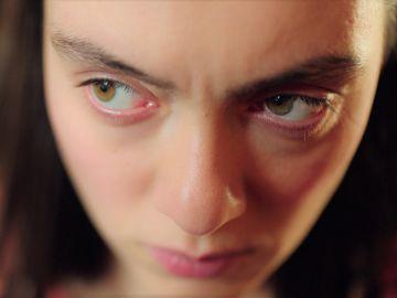 """Gülben alerta a Esat sobre las intenciones de Esra con él: """"Se va a arrepentir"""""""