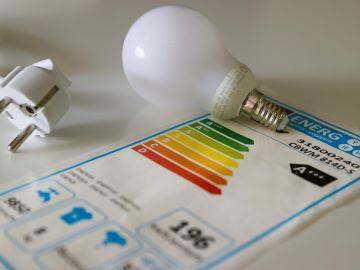 El precio mayorista de la luz baja el 0,5 % y se sitúa en 153,43 euros por megavatio
