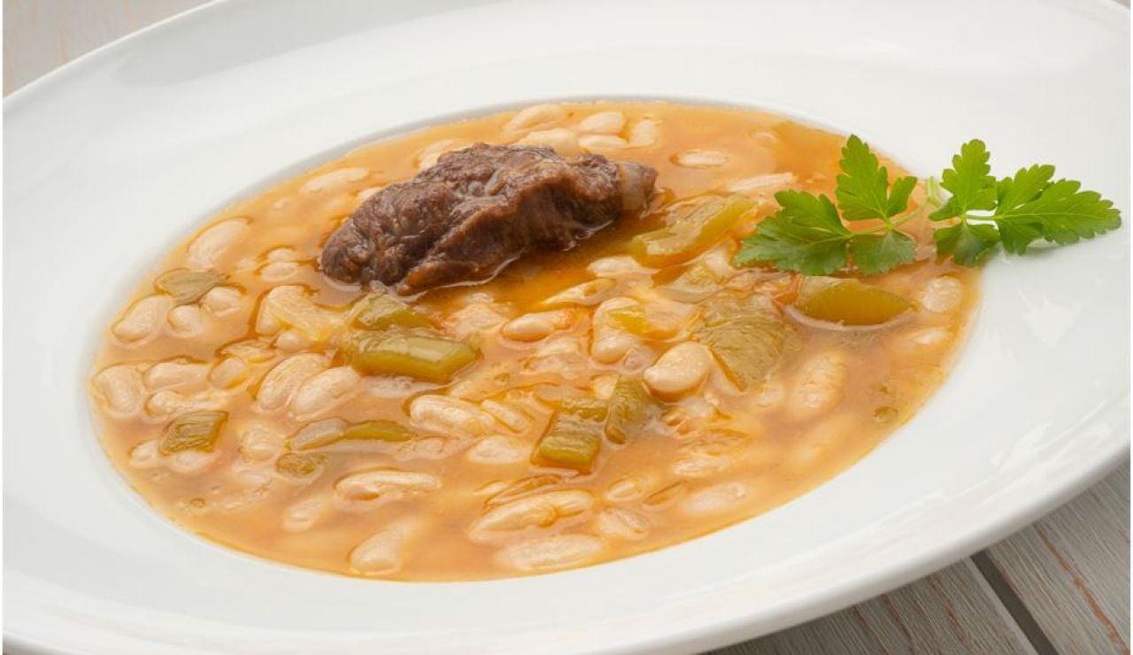 """Pochas con carrilleras de cerdo, de Karlos Arguiñano: """"Una receta resultona y vistosa"""""""
