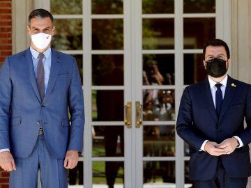 Imagen de archivo del presidente del Gobierno, Pedro Sánchez y el presidente de la Generalitat, Pere Aragonès