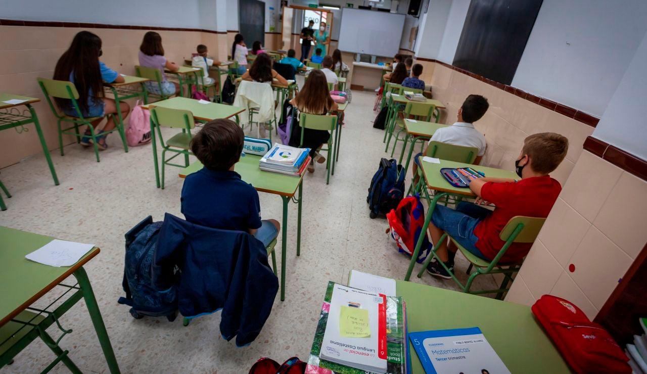 Los profesores del colegio 'Alba Plata' de Cáceres no darán clase a los niños que no lleven mascarilla