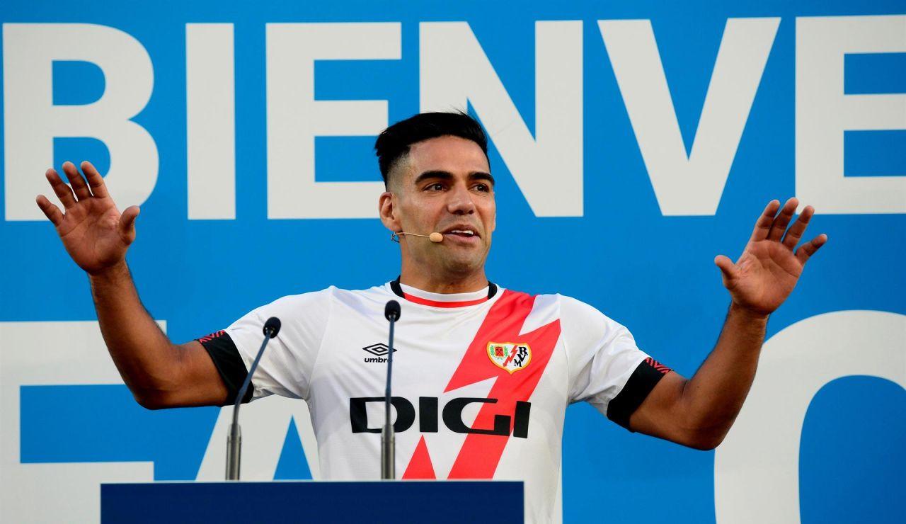 La presentación de Radamel Falcao con el Rayo Vallecano acaba en pitada monumental a Martín Presa