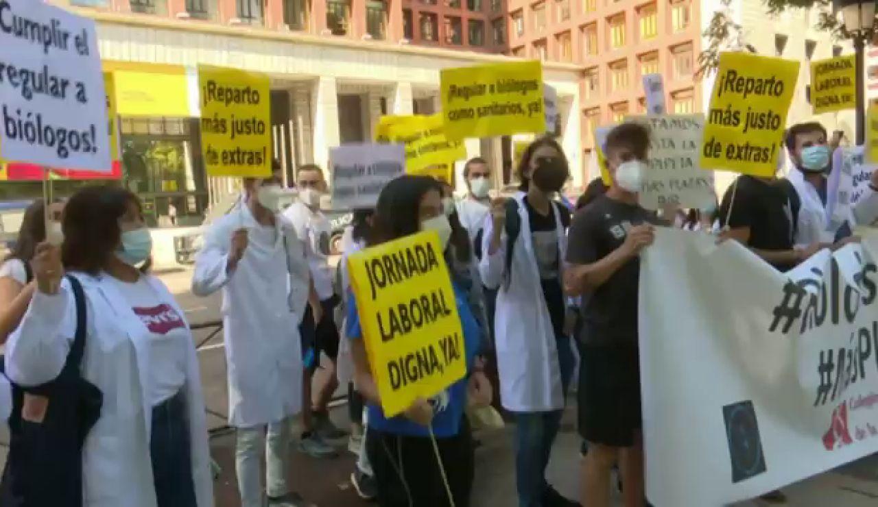 Estudiantes de Biología de España se concentran para pedir el reconocimiento como sanitarios