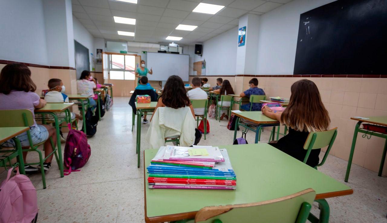 Brote de Covid-19 con 18 niños positivos y 3 aulas cerradas en un colegio de Foz (Lugo)