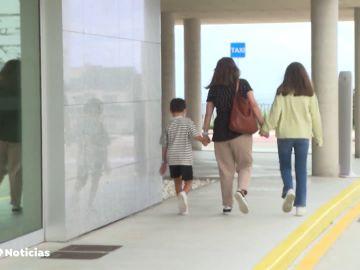 Cribado a más de 200 niños de un colegio de Foz, en Lugo, tras detectarse un brote