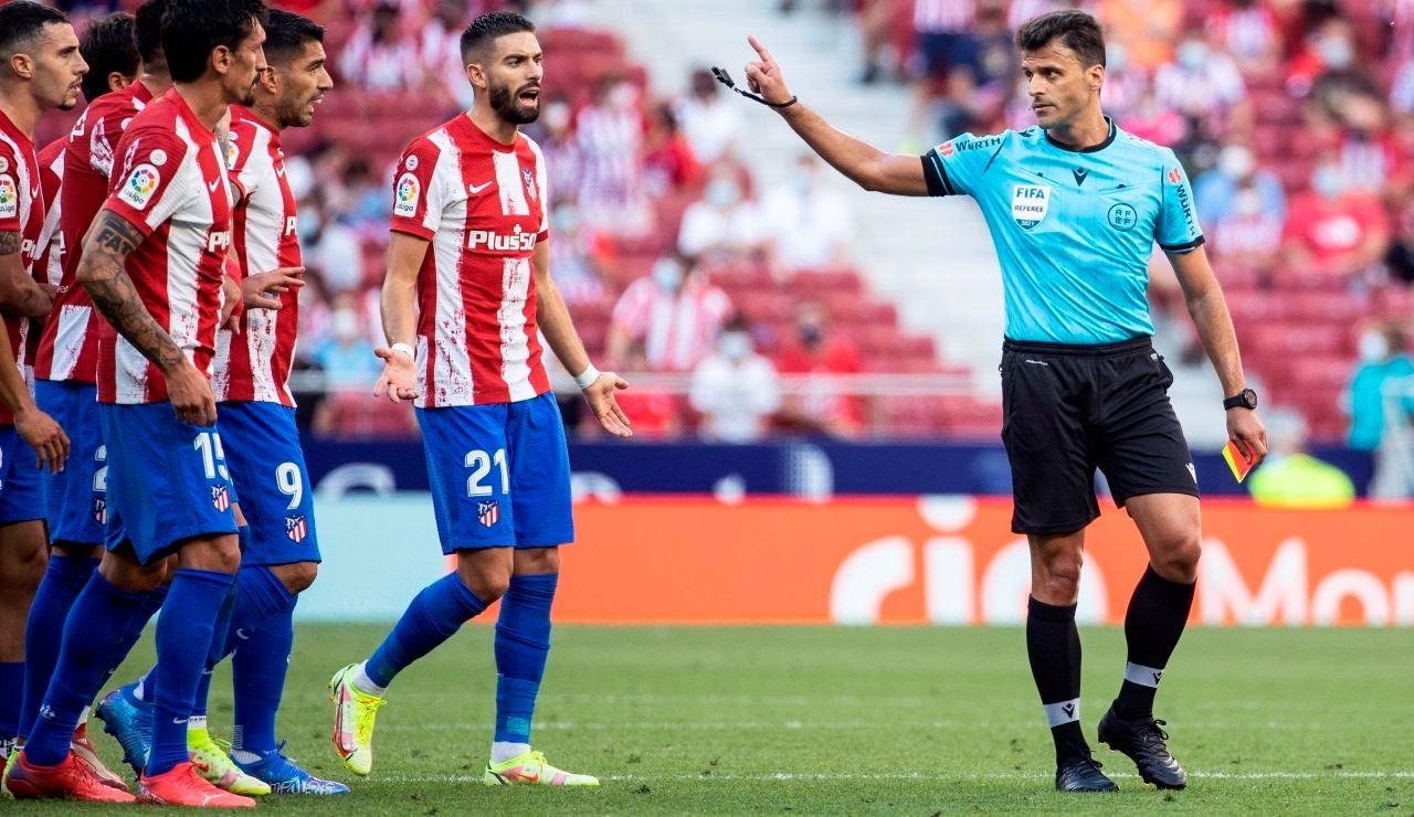 """El director deportivo del Atlético, sobre Gil Manzano: """"Este árbitro es muy malo, no va a volver a venir aquí"""""""