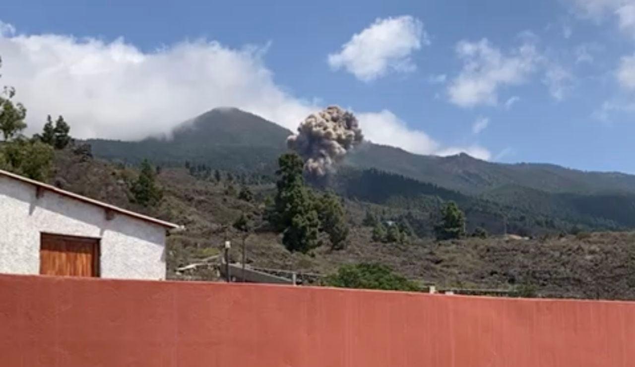 """El humor canario al ver la erupción del volcán en La Palma: """"Hay tiempo de comer"""""""