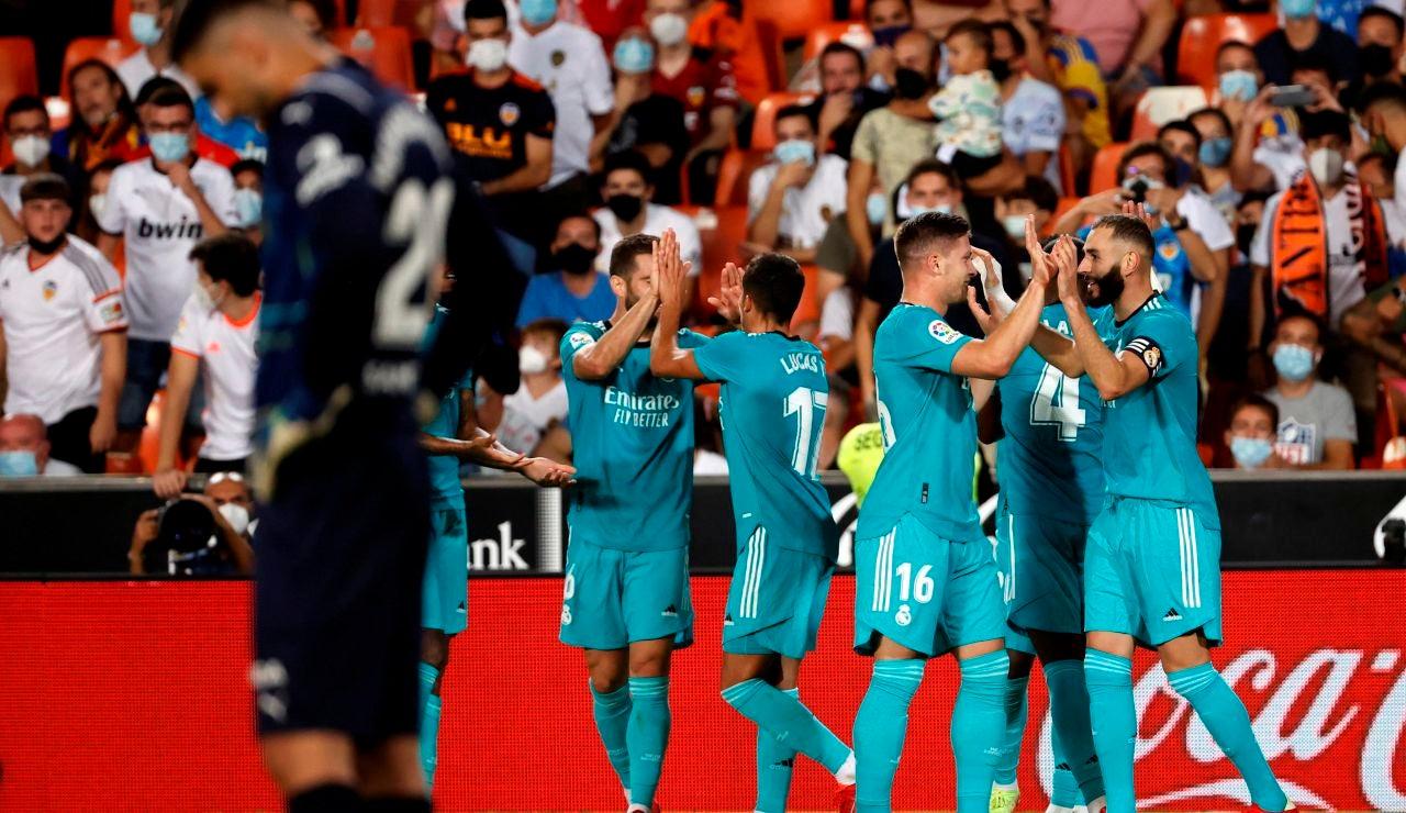 El Real Madrid remonta al Valencia en 4 minutos y se pone líder de la Liga