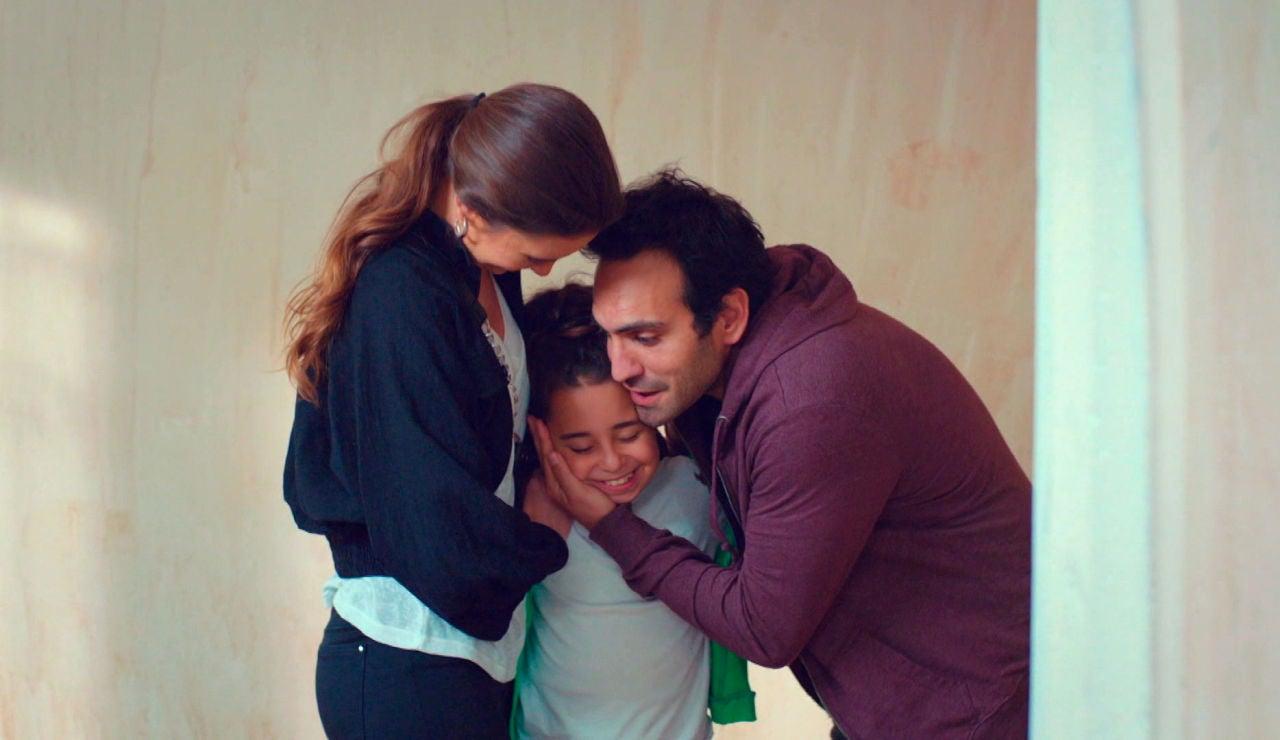 """Demir, Candan y Öykü, ante el principio de una nueva y feliz vida: """"Convertiremos esto en un maravilloso hogar"""""""