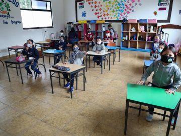Las mascarillas dejarán de usarse en Francia en los colegios