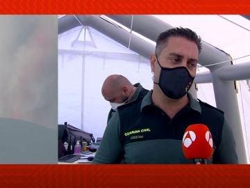 La Guardia Civil colabora con los afectados por el volcán.