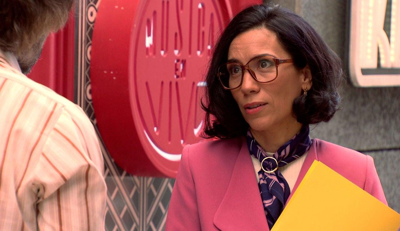 Guillermo inicia una conversación con Manolita que le cambiará la vida