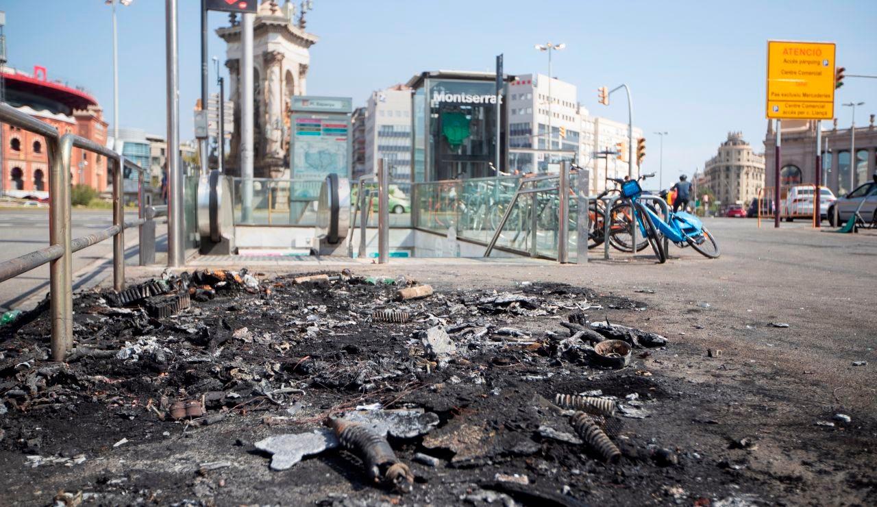 Las playas de Barcelona viven una noche de botellones y actos vandálicos