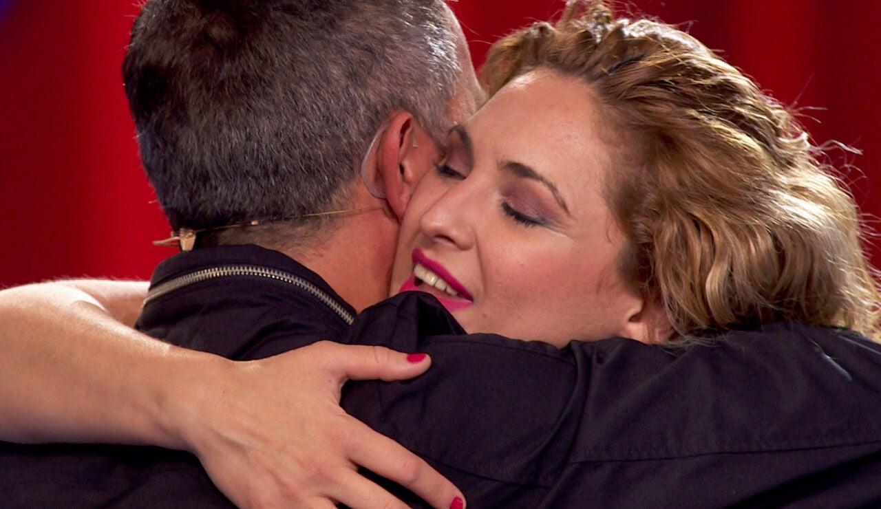 Mara Cruz y Alejandro Sanz se abrazan en las Audiciones a ciegas de 'La Voz'
