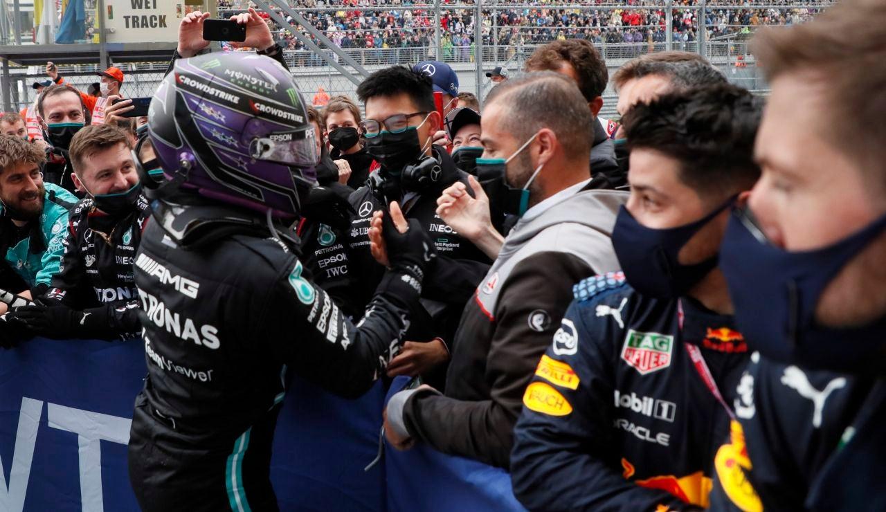 Hamilton reina en el caos del GP de Sochi con Verstappen 2º y Sainz 3º, Alonso terminó 6º