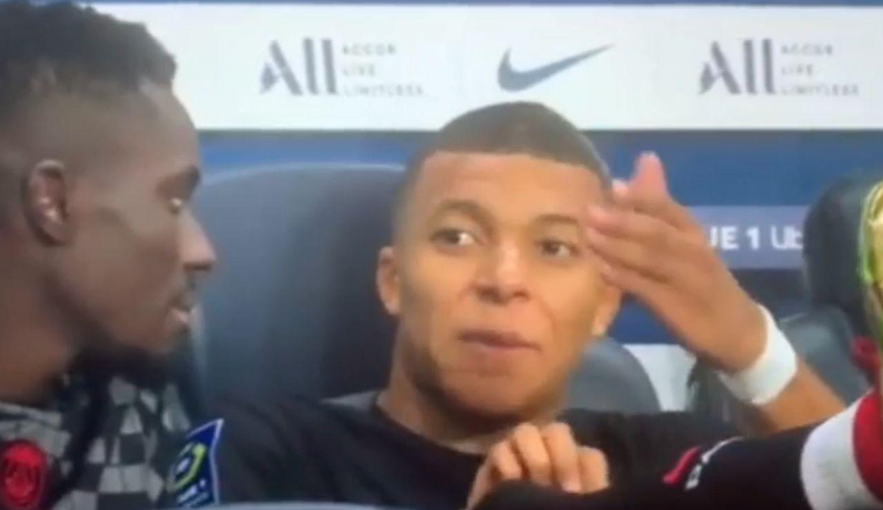 """Pillan a Mbappé criticando a Neymar desde el banquillo: """"A mí no me la pasa"""""""