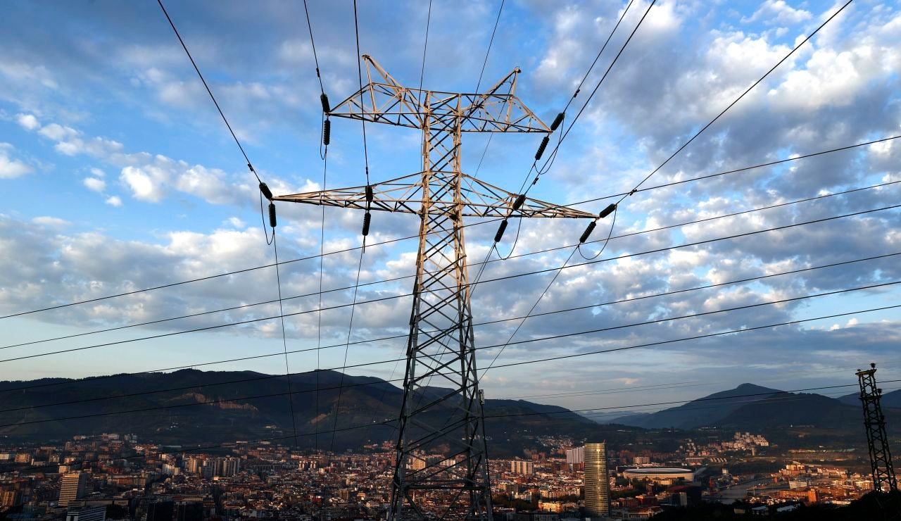 El precio de la luz alcanzará este martes su segundo máximo histórico con 182,71 euros el megavatio/hora