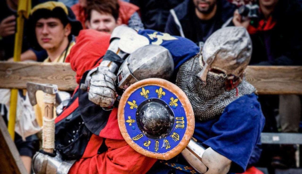 Los combates medievales vuelven al Castillo de Belmonte con armas de los siglos XIV y XV