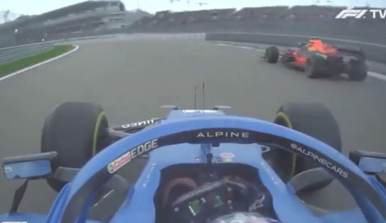 VÍDEO: El brutal adelantamiento de Fernando Alonso a Pérez que no se vio por televisión