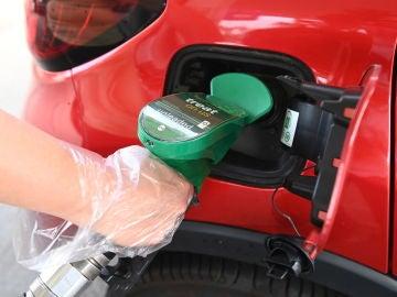 Boris Johnson no descarta sacar el ejército para resolver el problema del desabastecimiento de gasolina en el Reino Unido