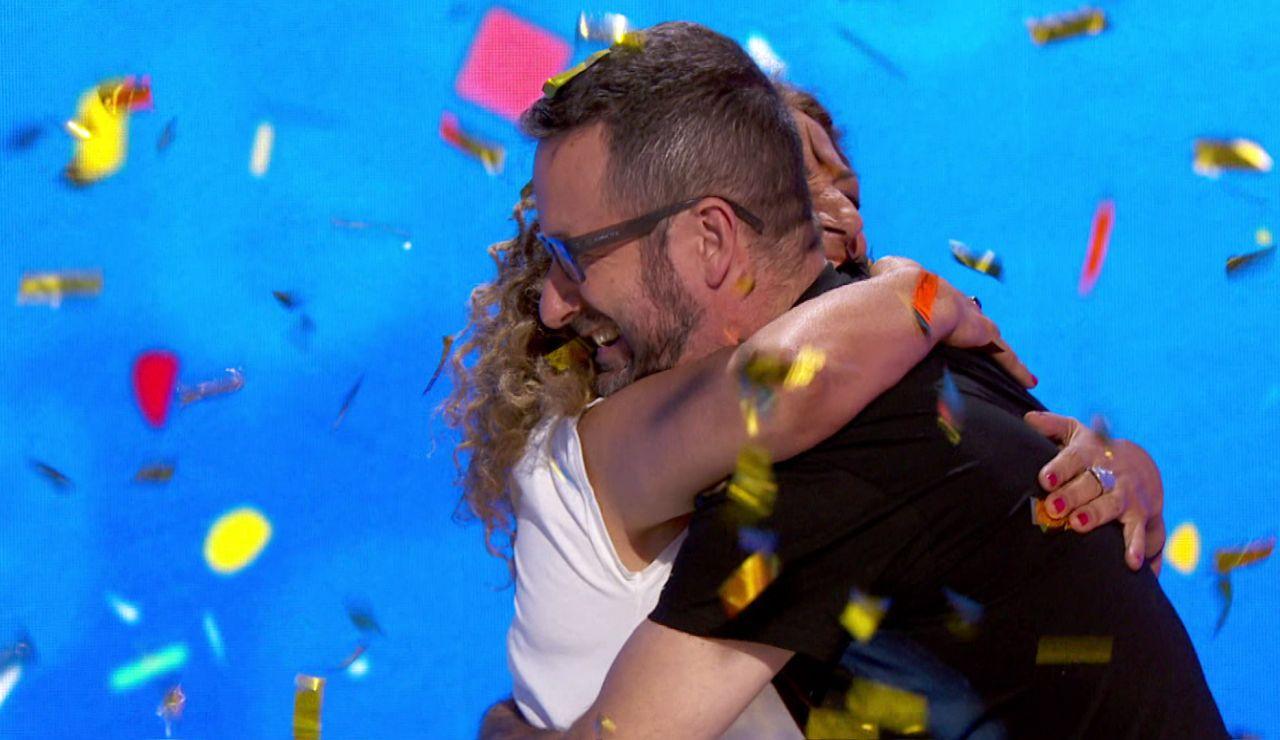 Sofía y Marco Antonio se funden en un cariñoso abrazo tras compartir 52 programas en 'Pasapalabra'