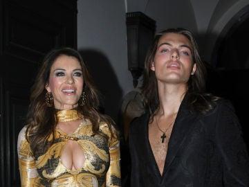 Elizabeth Hurley y su hijo, Damian