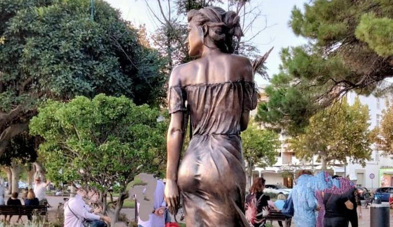 """Polémica en Italia por una escultura """"demasiado sexualizada"""" para representar un acontecimiento histórico trágico"""
