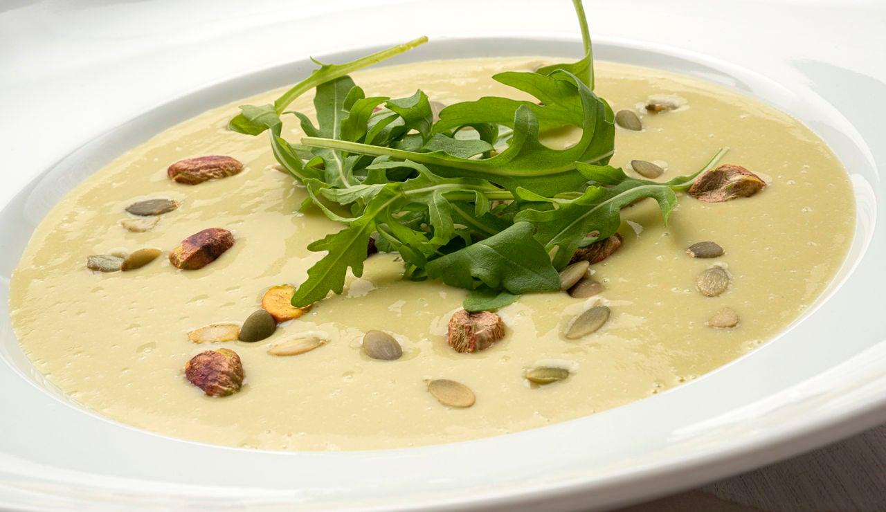 Receta de crema de judías verdes con pipas y pistachos, de Karlos Arguiñano
