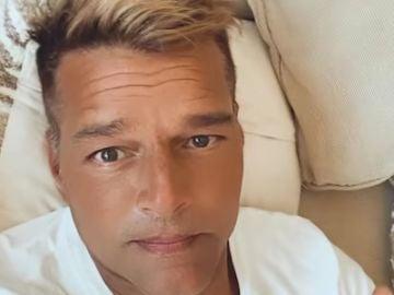 """Ricky Martin se presenta con """"cara nueva"""" y las redes no lo perdonan"""